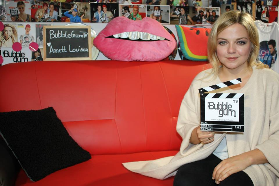 Annett Louisan mit Bubbleg Gum TV Klappe